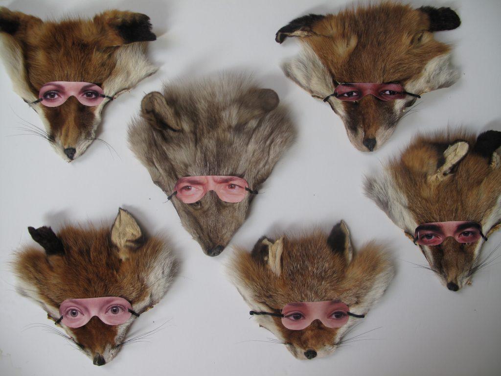 Maskerade - Fuchsgesichter mit Maske aus Bildern von menschlichen Augen (50 Exemplare)