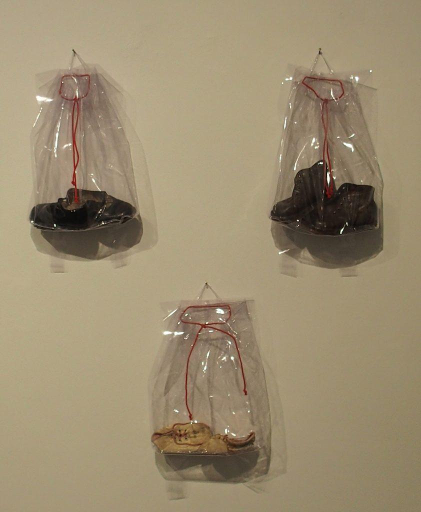 vitae - Kinderschuhe in Rucksäcken aus Folie (10 Exemplare)